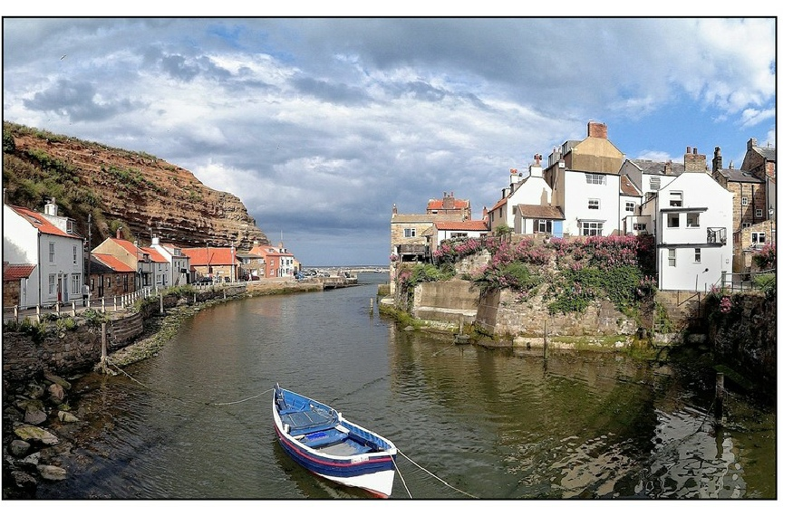 River and boat at Staithes